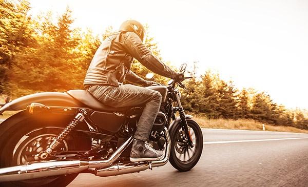 Mit diesen Tipps starten Sie sicher in die Motorrad-Saison