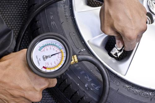 Blog_Reifen-vor-ort_Luftdruck.jpg