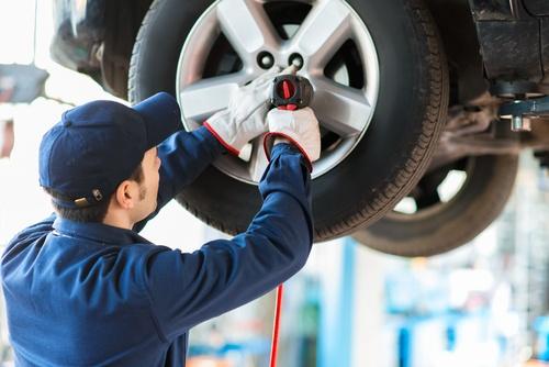 Durch RDKS wird der Reifenwechsel komplizierter und sollte nur noch von Profis durchgeführt werden.