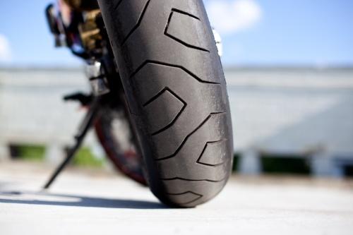 Die richtige Profiltiefe am Motorradreifen ist wichtig – Wie Sie richtig messen, lesen Sie hier