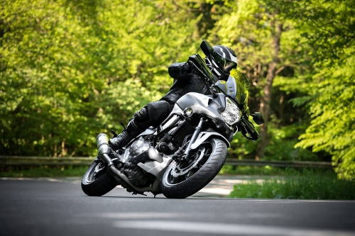 motorradreifen einfahren   Motorrad in der Kurve   reifen-vor-ort.de