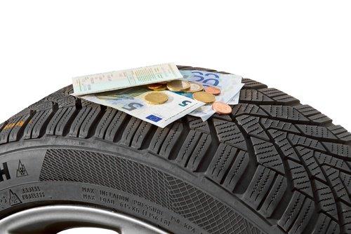 Welche Strafen und Bußgelder drohen bei falschen oder kaputten Reifen?