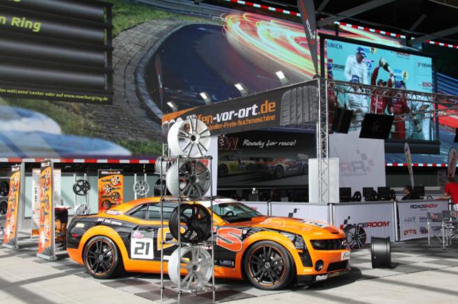 Reifen-vor-Ort: Chevrolet Camaro SS in der Realität - dem virtuellen Vorbild nachempfunden.