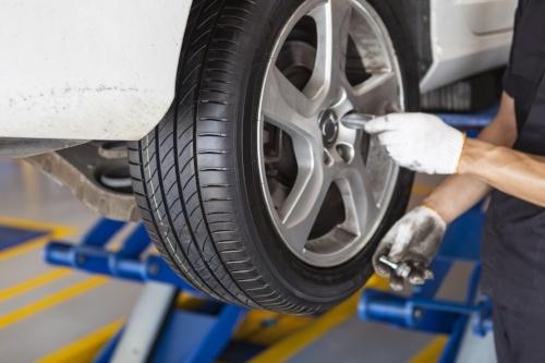 Reifen selber wechseln oder in der Werkstatt wechseln lassen