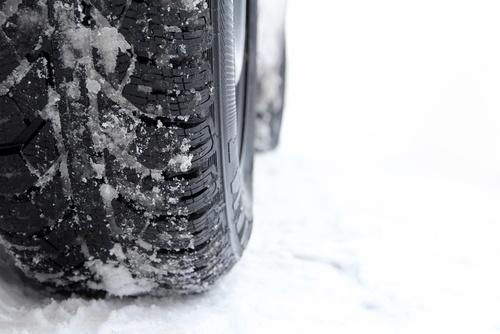 Viele Autofahrer stehen vor der Qual der Wahl: Ganzjahresreifen oder Winterreifen
