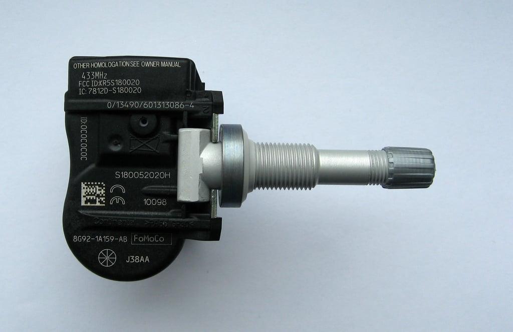 Ein RDKS-Sensor wie er in einem direkten Reifenkontrollsystem zum Einsatz kommt.