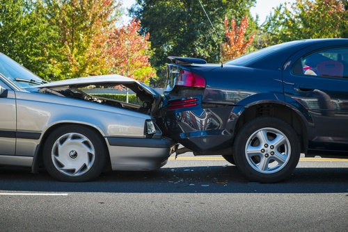 Zu niedriger Reifenluftdruck führt zu verlängerten Bremswegen und verschlechtertem Fahrverhalten