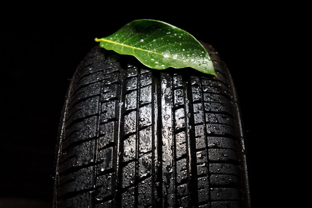 Im Sommer sollten Autofahrer Sommerreifen fahren und im Winter Winterreifen | Reifen-vor-Ort.de