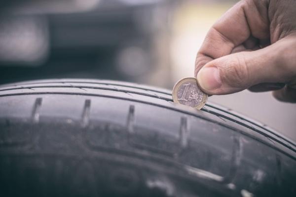 Winterreifen abgefahren | So erkennen Sie, ob Ihre Winterreifen abgefahren sind | Reifen-vor-Ort Blog