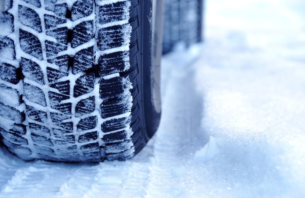 Winterreifen sind unverzichtbar bei kalten Temperaturen, Eis und Schnee.