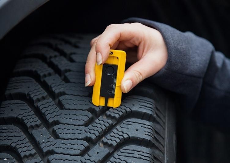 Profiltiefe bei Reifen messen